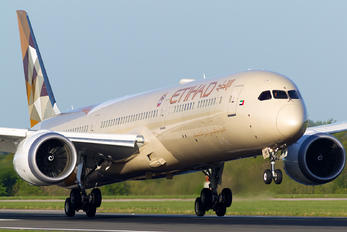 A6-BMC - Etihad Airways Boeing 787-10 Dreamliner