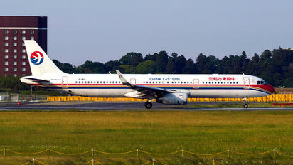 B-1813 - China Eastern Airlines Airbus A321