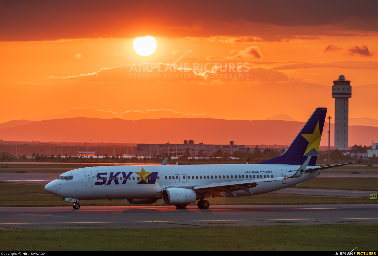 Skymark Airlines JA737R aircraft at New Chitose