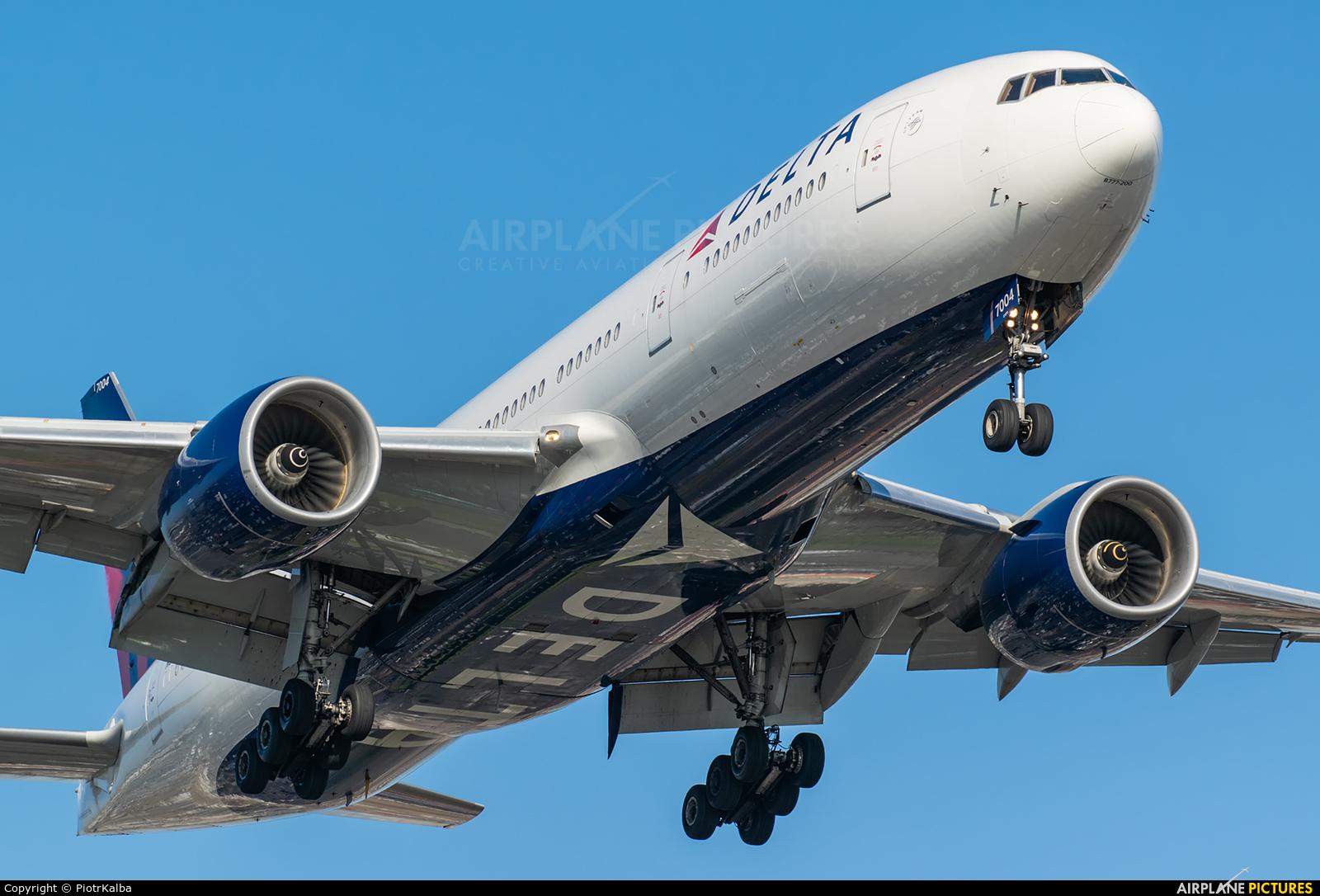 Delta Air Lines N863DA aircraft at Los Angeles Intl