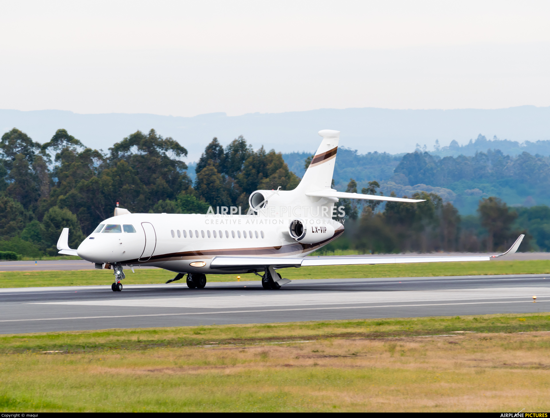 Global Jet Luxembourg LX-VIP aircraft at Santiago de Compostela