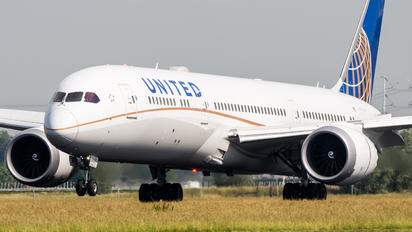 N27964 - United Airlines Boeing 787-9 Dreamliner