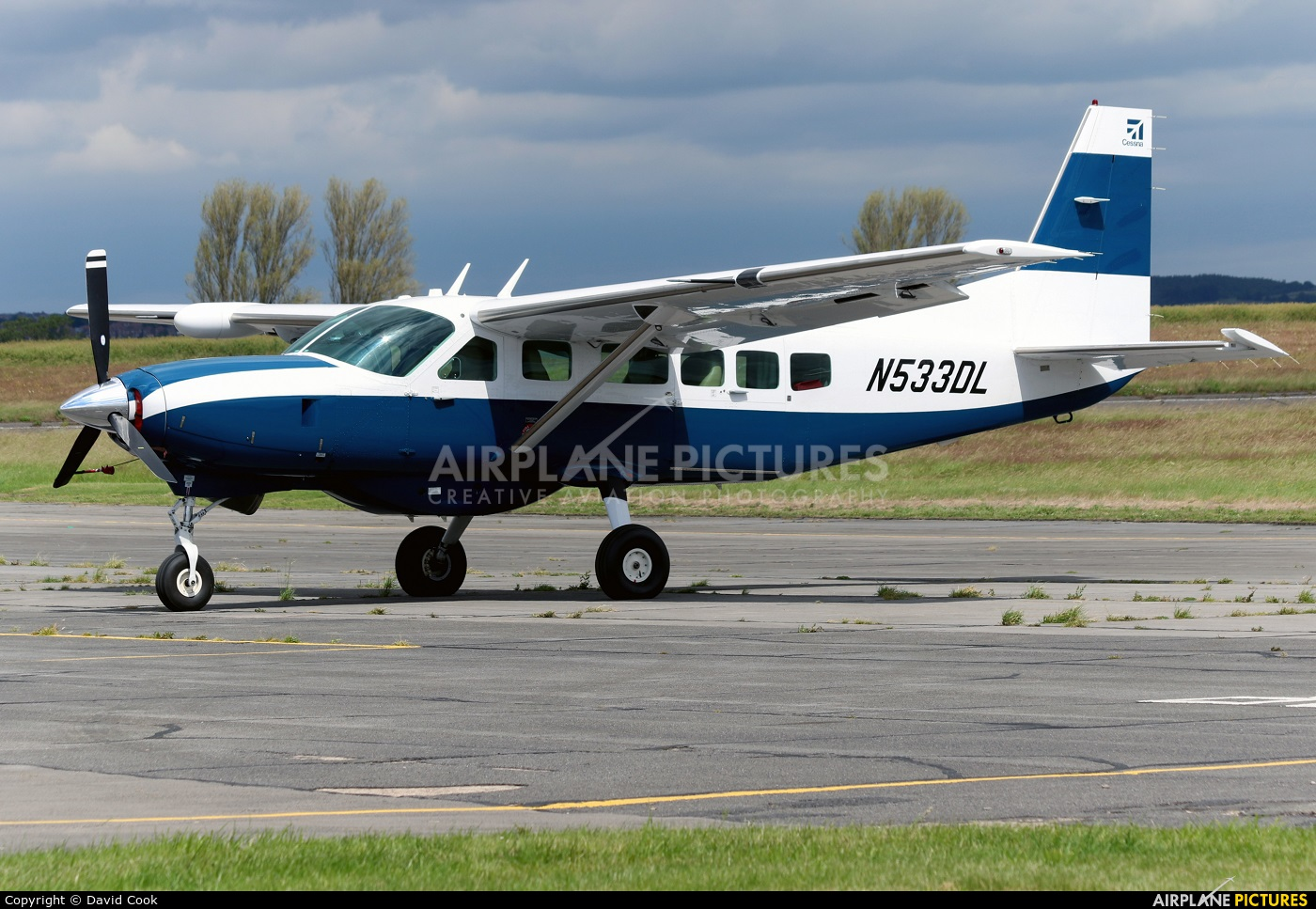 Private N533DL aircraft at Tollerton