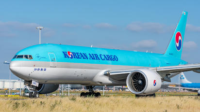 HL8043 - Korean Air Cargo Boeing 777F