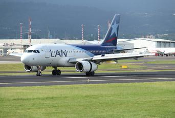 CC-CQK - LAN Colombia Airbus A319