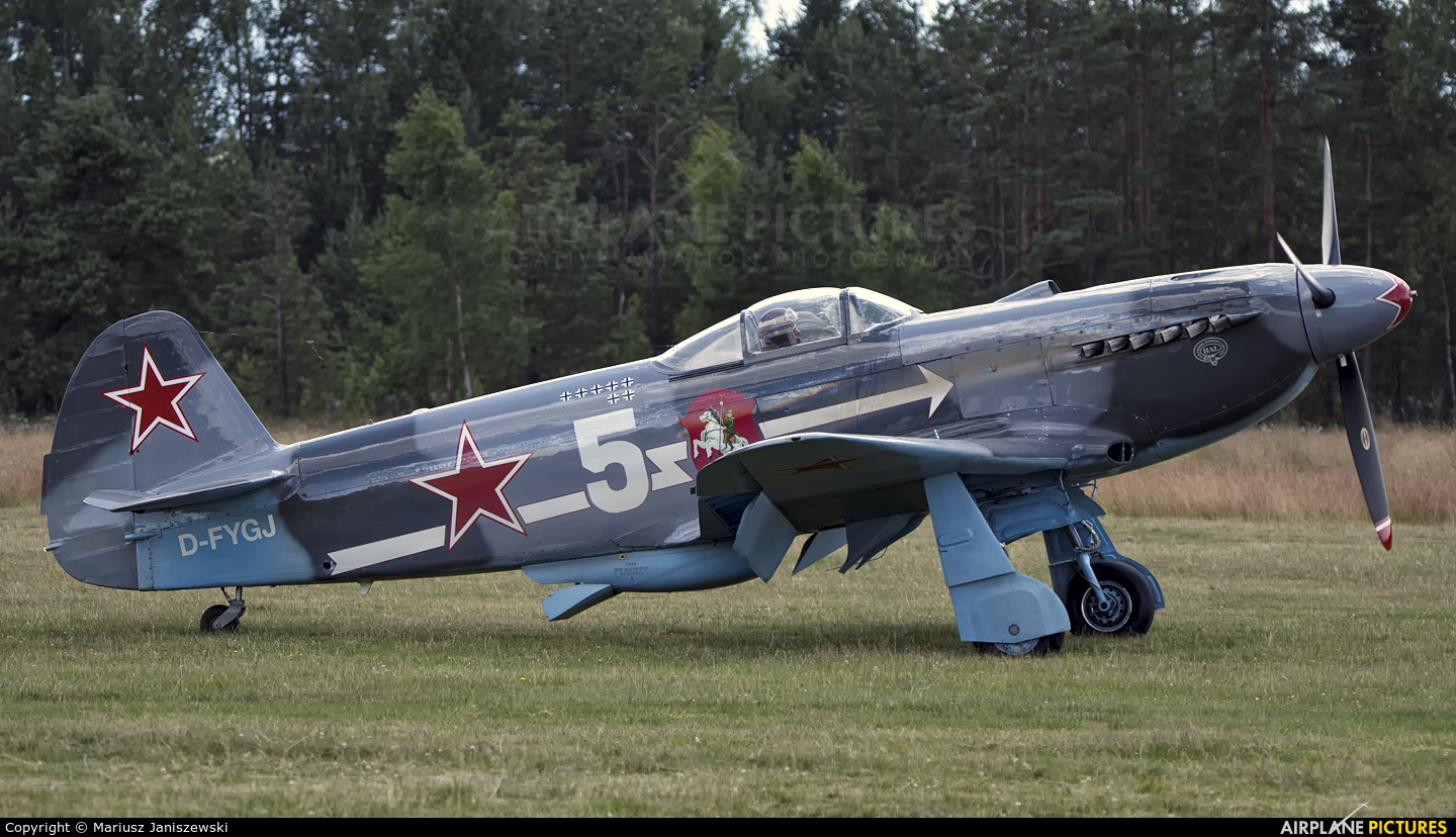 Private D-FYGJ aircraft at Nowy Targ