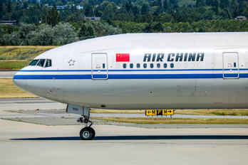 B-7952 - Air China Boeing 777-31H(ER)