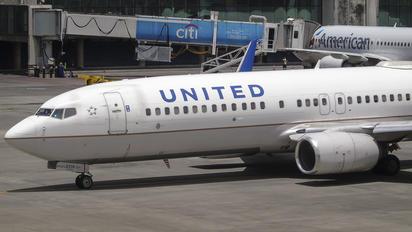 N14219 - United Airlines Boeing 737-800