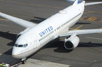 N37252 - United Airlines Boeing 737-800