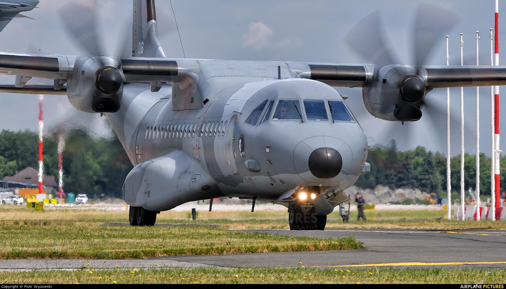 Poland - Air Force 016 aircraft at Kraków - John Paul II Intl