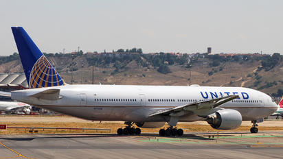 N772UA - United Airlines Boeing 777-200