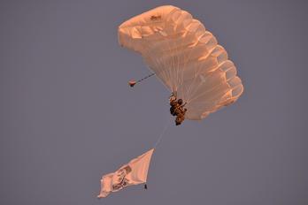 - - Poland - Army Parachute Military