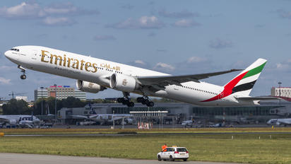 A6-EPC - Emirates Airlines Boeing 777-300ER