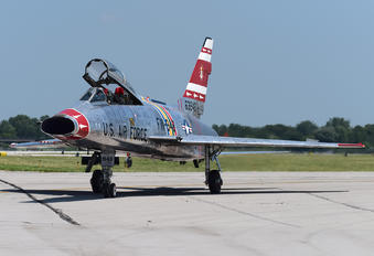 N2011V - Private North American F-100F Super Sabre