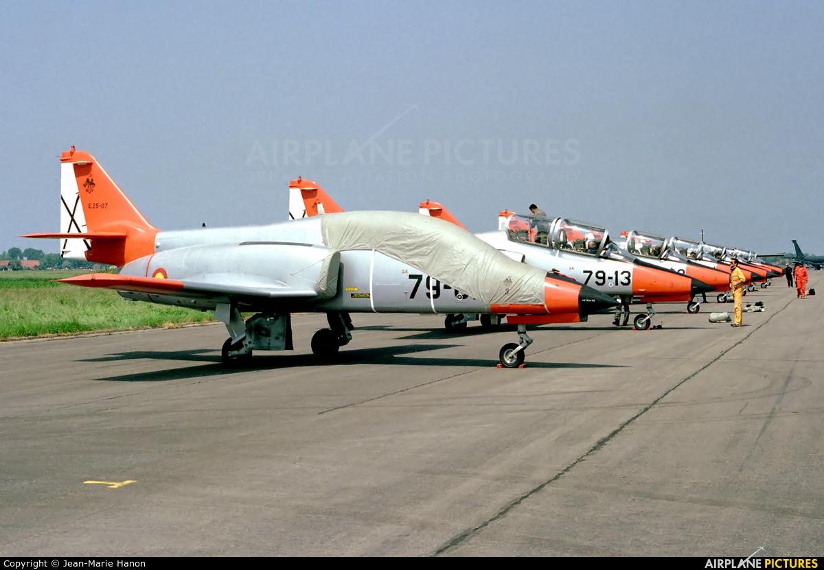 Spain - Air Force : Patrulla Aguila E.25-07 aircraft at Koksijde