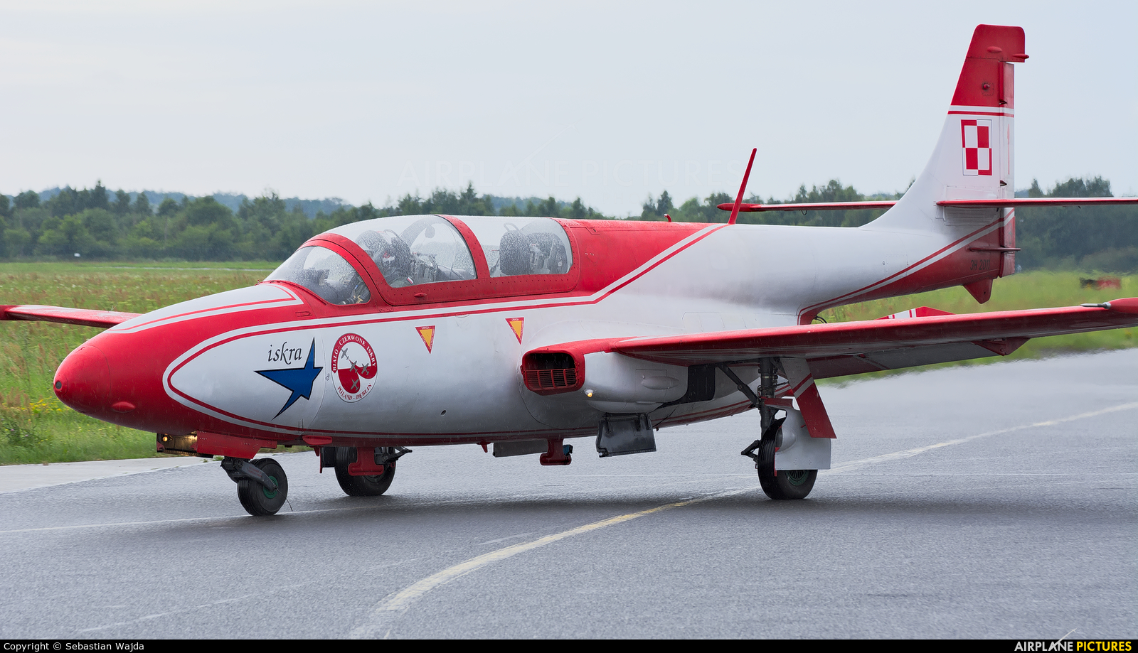 Poland - Air Force: White & Red Iskras 3H-2011 aircraft at Gdynia- Babie Doły (Oksywie)