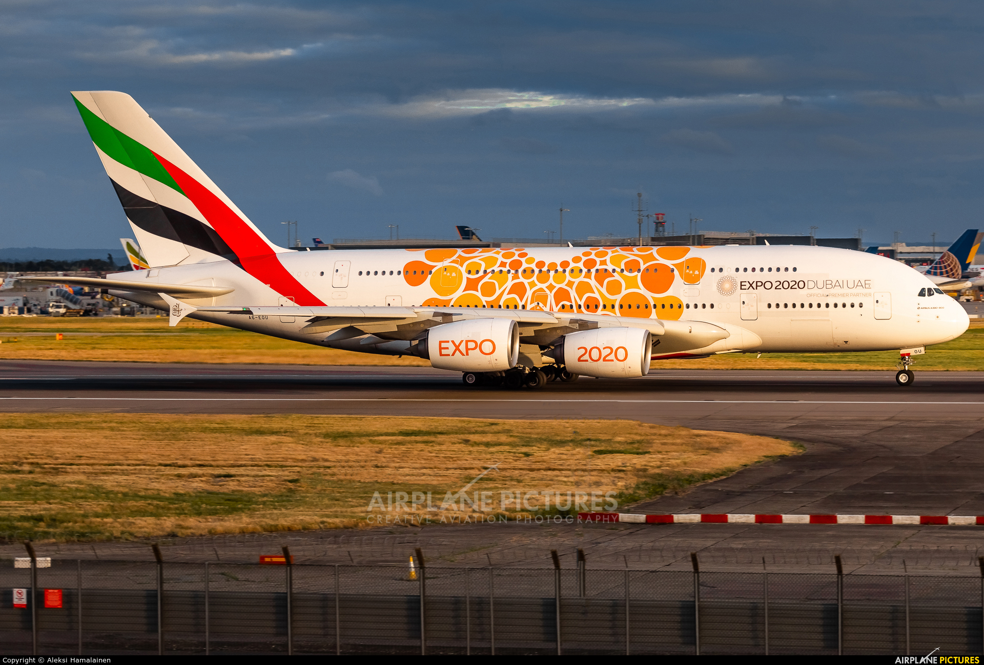 Emirates Airlines A6-EOU aircraft at London - Heathrow