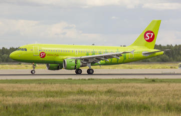 VP-BTT - S7 Airlines Airbus A319