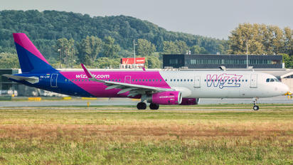 OH-LXM - Wizz Air Airbus A320