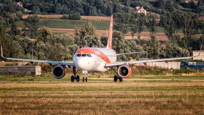 OE-IZN - easyJet Europe Airbus A320