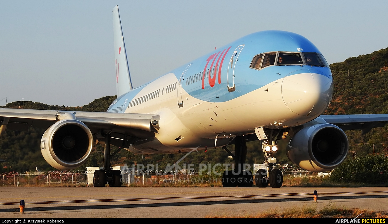 TUI Airways G-OOBB aircraft at Skiathos