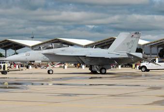 165885 - USA - Navy McDonnell Douglas F/A-18F Super Hornet