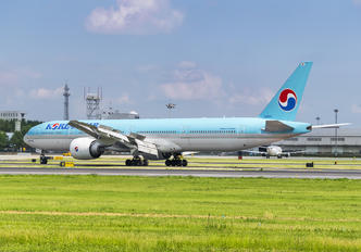 HL8041 - Korean Air Boeing 777-300ER