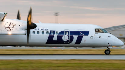 SP-EQF - LOT - Polish Airlines de Havilland Canada DHC-8-400Q / Bombardier Q400