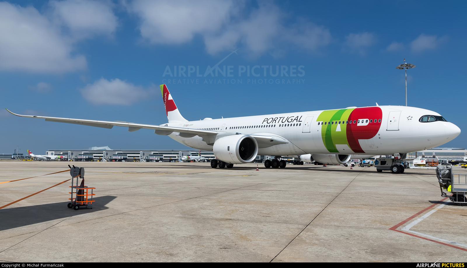 TAP Portugal CS-TUH aircraft at Lisbon