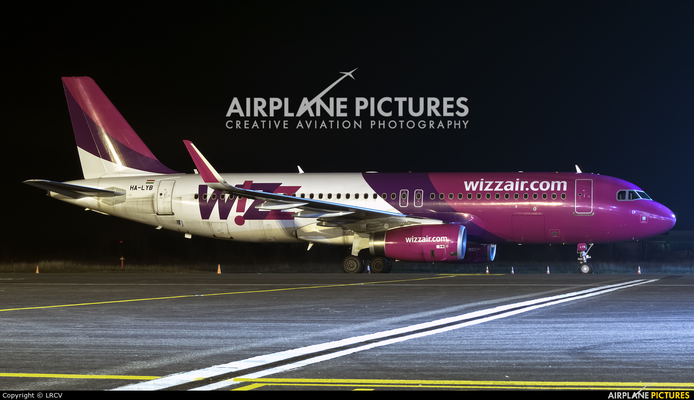 Wizz Air HA-LYB aircraft at Craiova