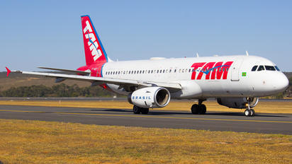 PT-MZY - TAM Airbus A320