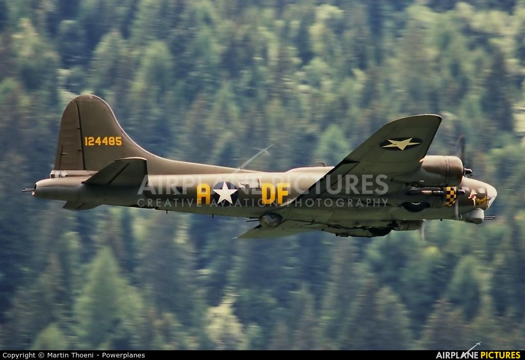 B17 Preservation G-BEDF aircraft at Ambri