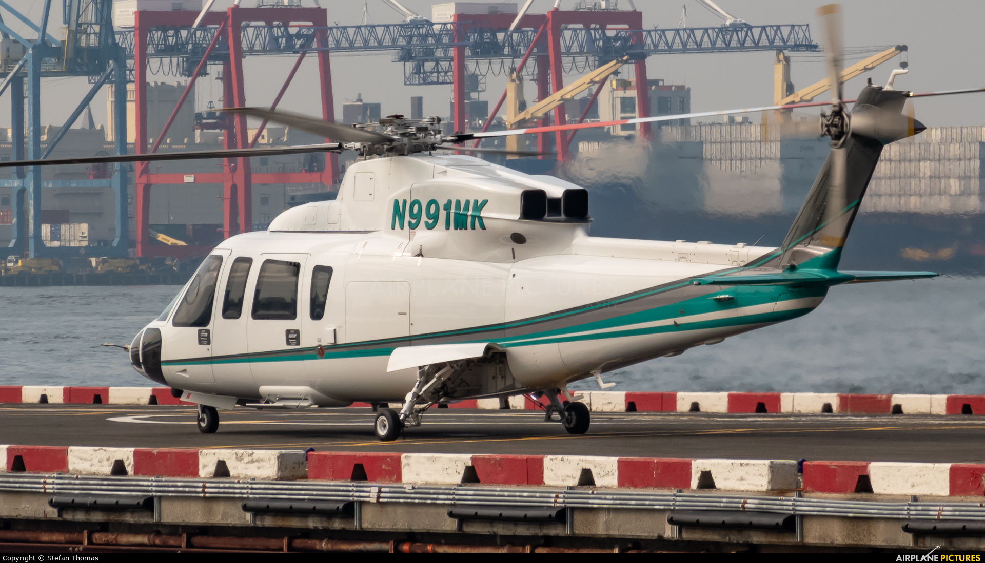 Private N991MK aircraft at Downtown Manhattan Heliport