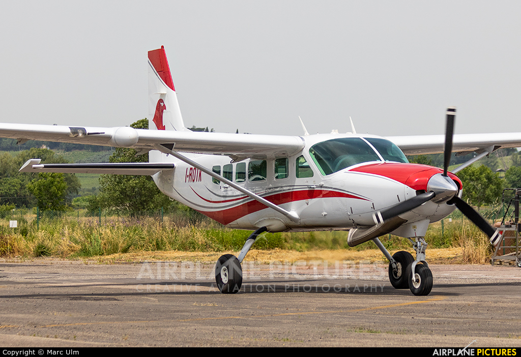 Private I-ROTK aircraft at Aviosuperficie Scalea