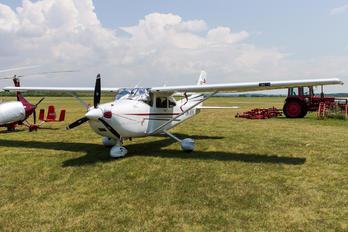 OK-MNC - Private Cessna 182T Skylane