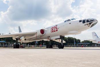 1825 - Xian Xian H-6E