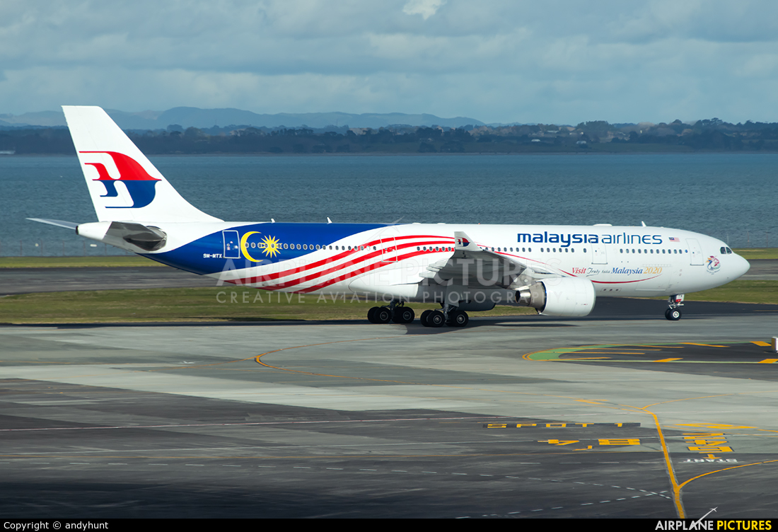Malaysia Airlines 9M-MTX aircraft at Auckland Intl