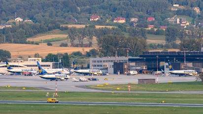 EPKK - - Airport Overview - Airport Overview - Apron