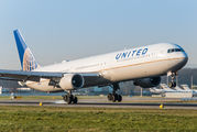 N76062 - United Airlines Boeing 767-400ER aircraft