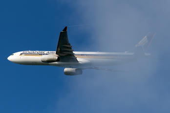 9V-SSF - Singapore Airlines Airbus A330-300
