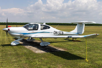 OM-SCB - SkyService Flying School Diamond DA 40 Diamond Star