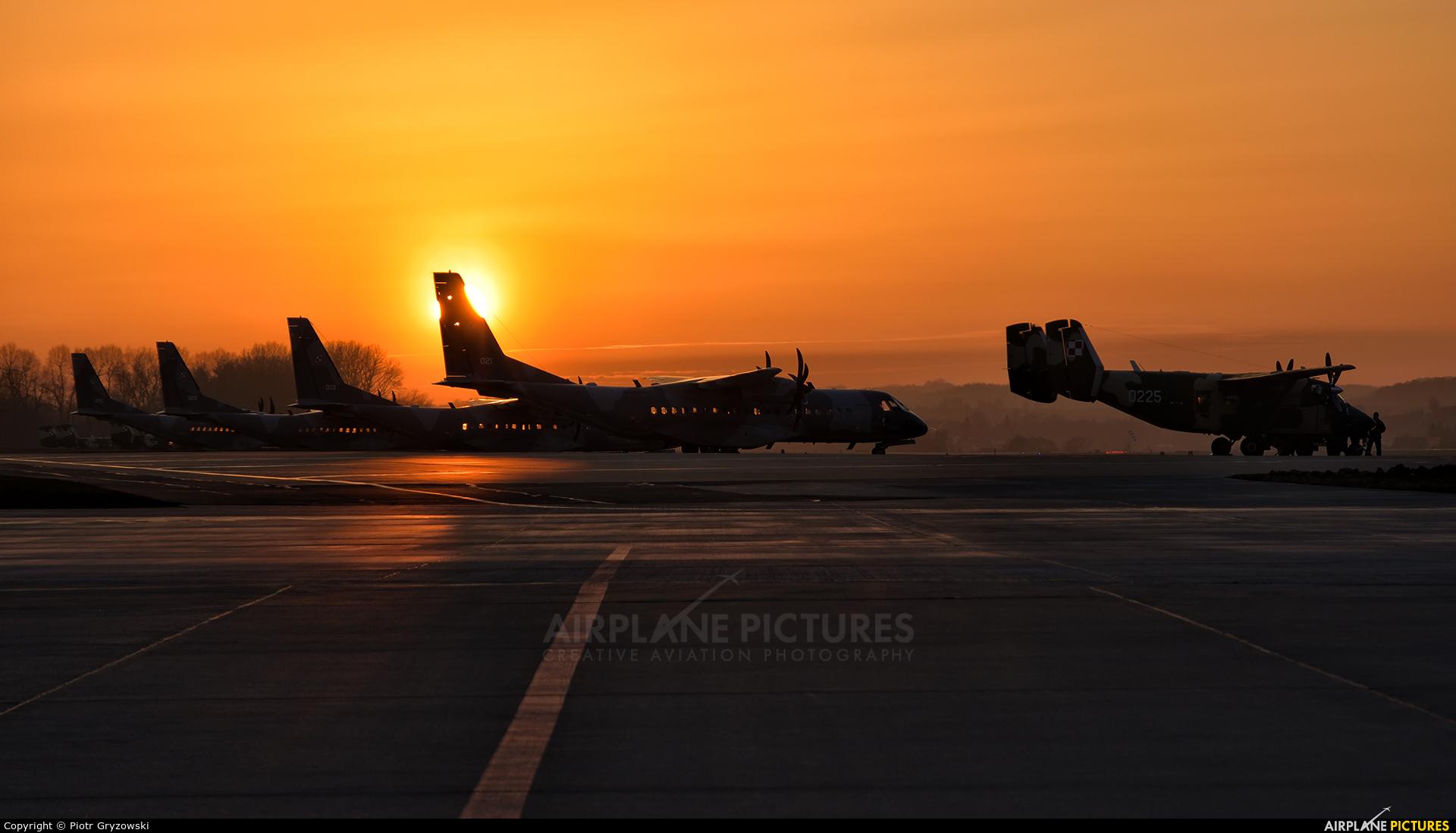 Poland - Air Force 0225 aircraft at Kraków - John Paul II Intl