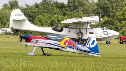 OK-FBD - The Flying Bulls Duo : Aerobatics Team XtremeAir XA42 / Sbach 342