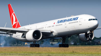 TC-LJC - Turkish Airlines Boeing 777-300ER