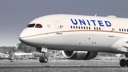 - - United Airlines Boeing 787-9 Dreamliner