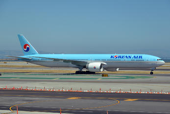 HL8347 - Korean Air Boeing 777-300ER
