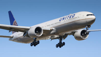N2140U - United Airlines Boeing 777-300ER