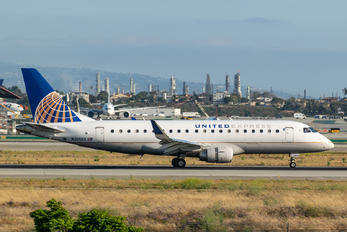 N205SY - United Express Embraer ERJ-175 (170-200)
