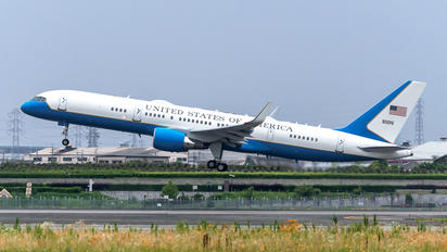 09-0015 - USA - Air Force Boeing C-32A