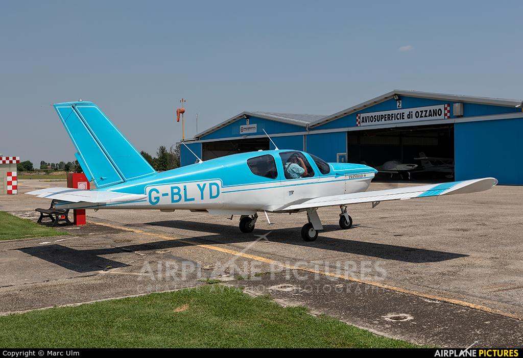 Private G-BLYD aircraft at Ozzano dell